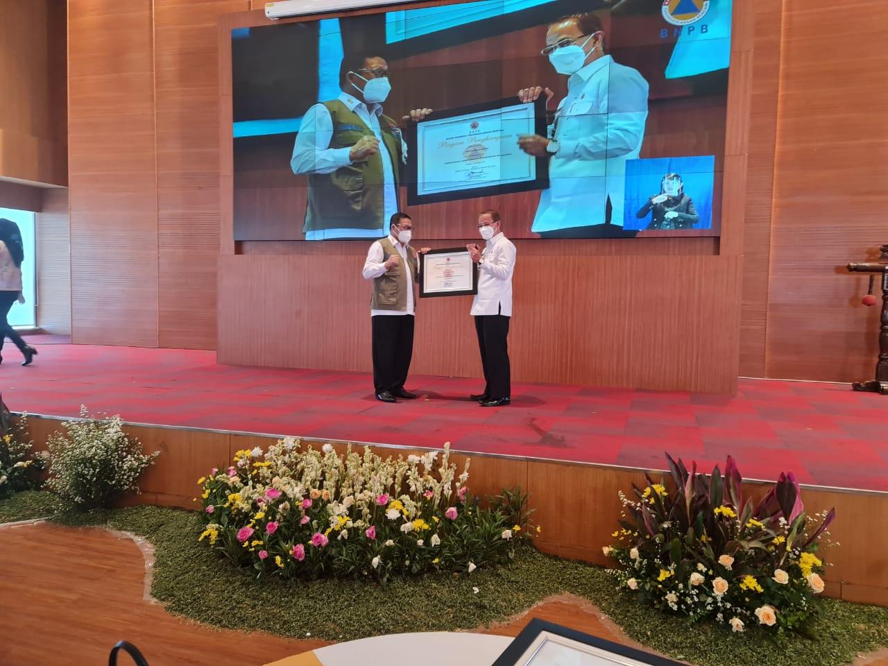 Berhasil Kurangi Resiko Bencana, Bupati Raih Penghargaan dari BNPB